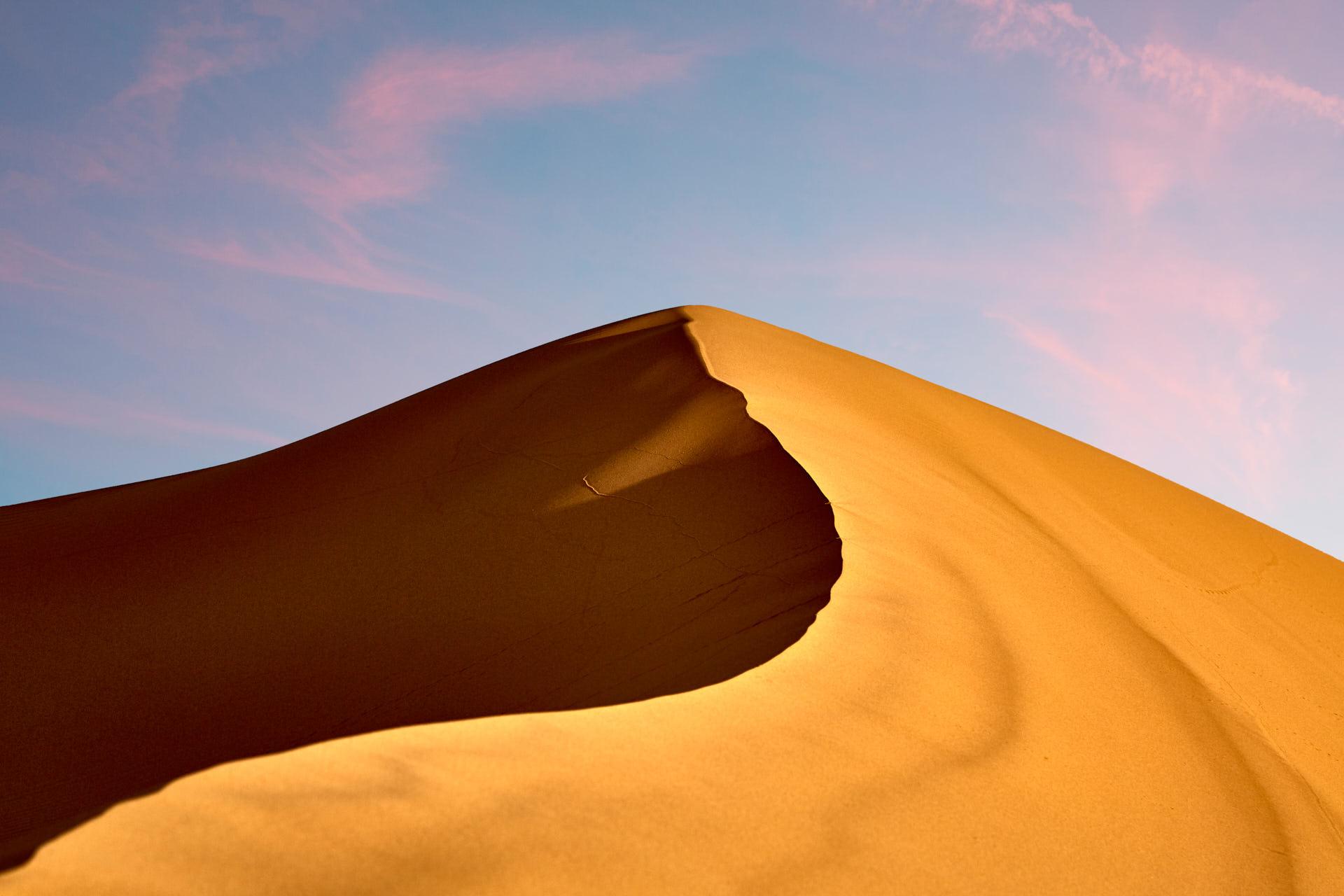 Dune et ciel rose