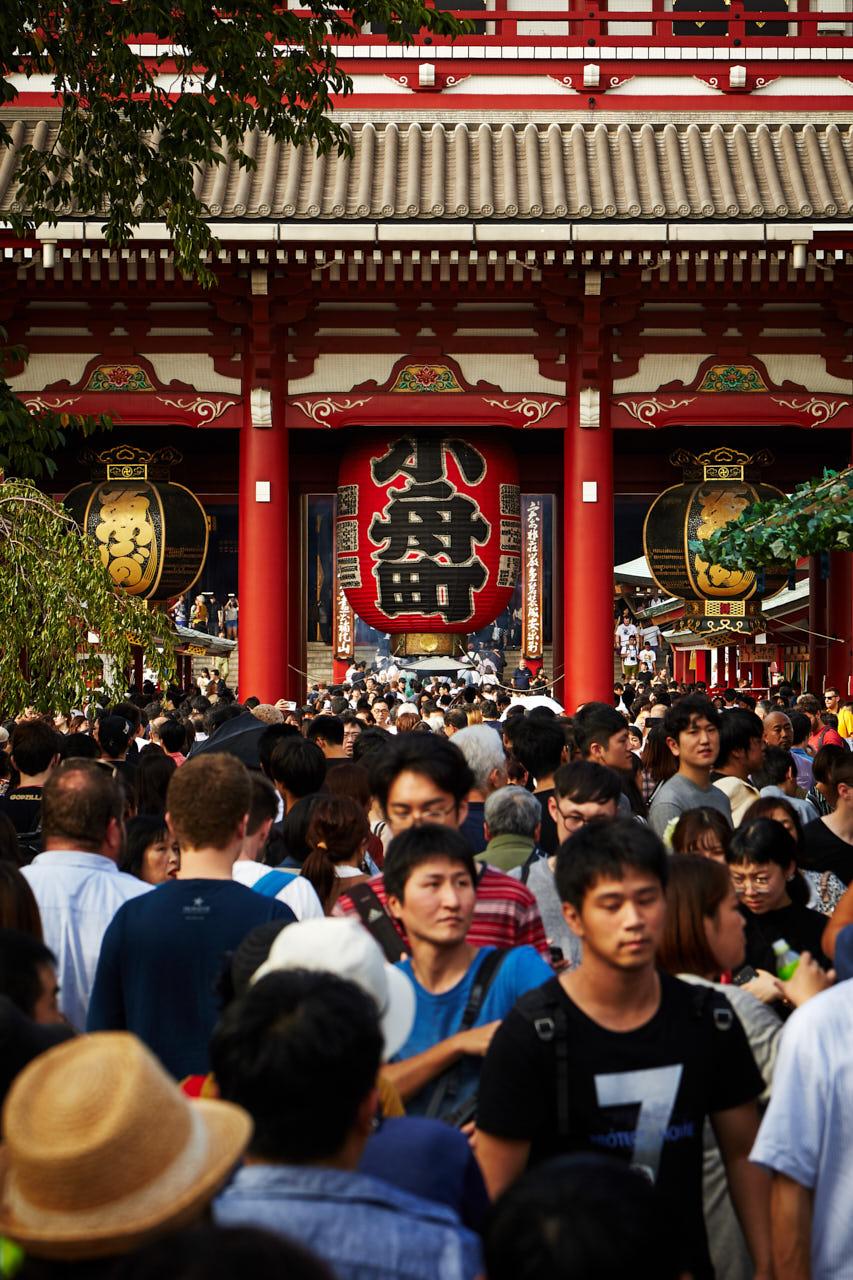 Une foule devant Senso-Ji