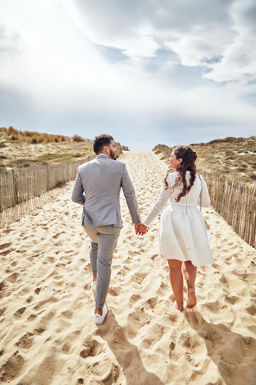 Les mariés dans les dunes