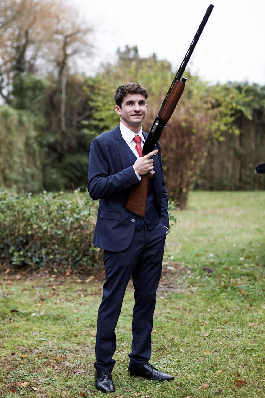 Un homme avec un fusil