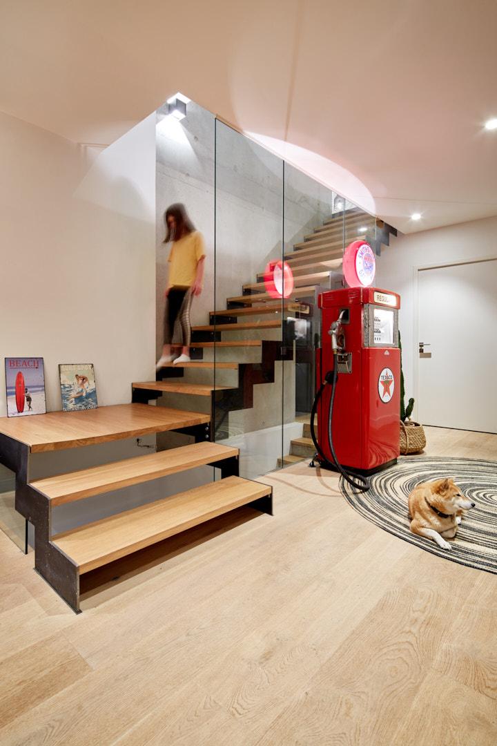 Photographie d'un escalier et d'une entrée